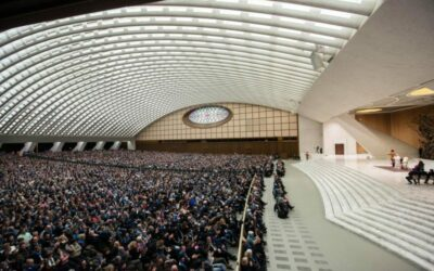 """Papa Francesco: ai movimenti popolari, """"chi ama il denaro"""" e il lusso """"non si metta in politica"""""""